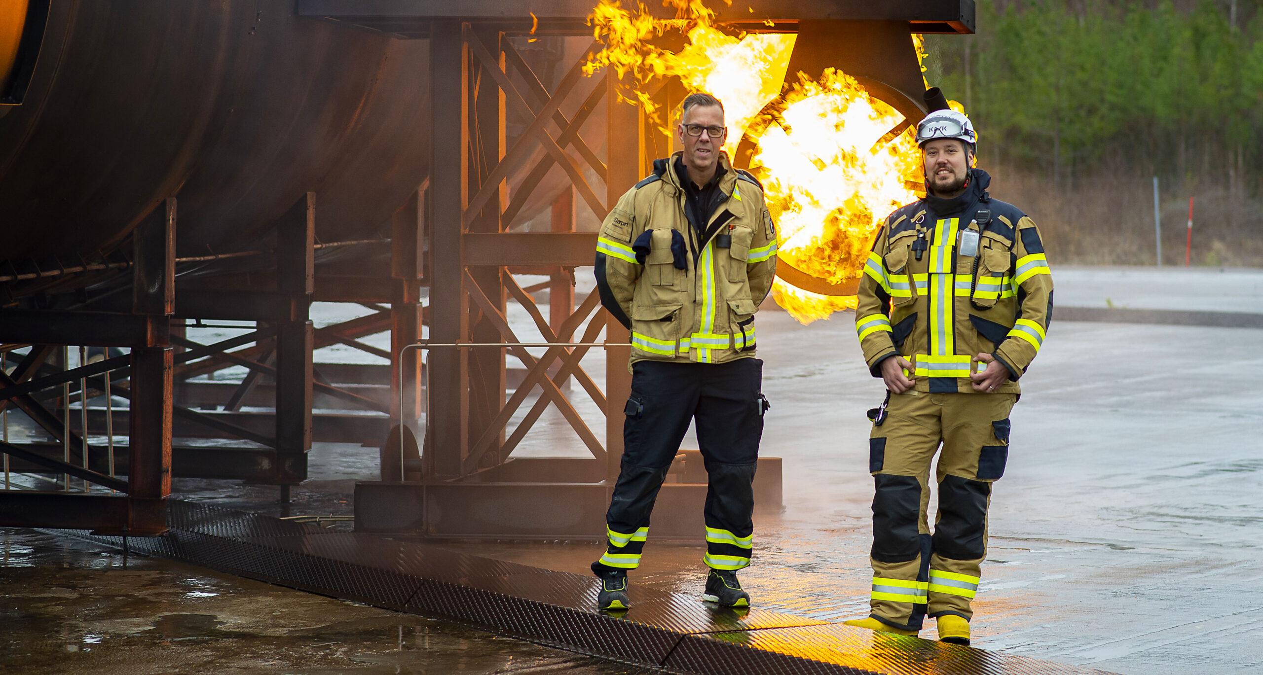 Övning med brand i flygplansmotor vid insatsledarutbildningen vid karlstad airport