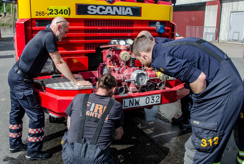 Undervisning av hur en brandbil fungerar, Swedish Firefighters, www.firefighters.se